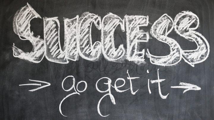 blackboard board chalk 21696 720x405 - 【書評】なにかひとつだけでも『1日3分で人生が変わる セルフ・モチベーション』著:小笹 芳央