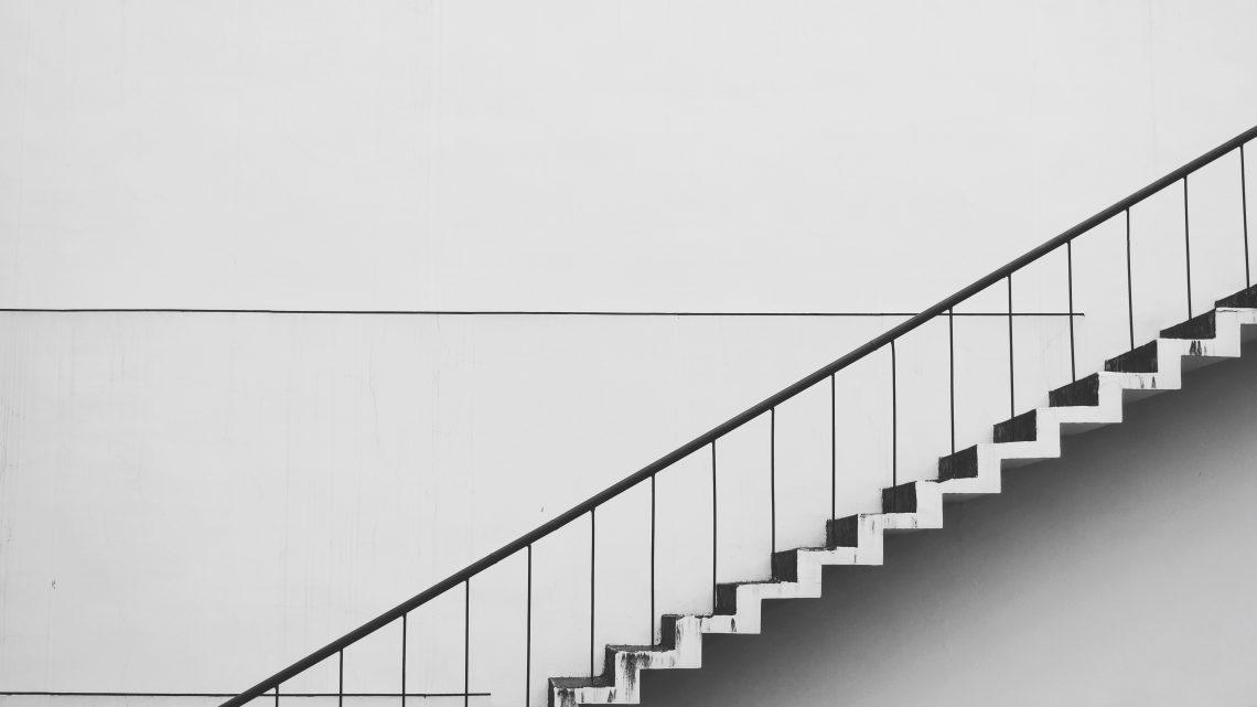 contemporary gradient handrails 434645 1140x641 - 階段に観葉植物を置く理由がわかりますか?